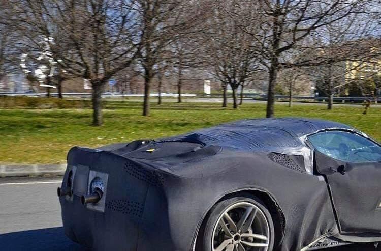 Ferrari SF90 Spider foto spia