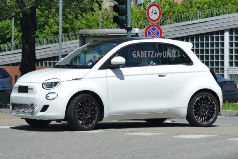 Fiat 500 Elettrica berlina foto spia