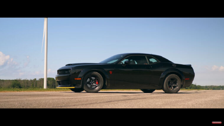 Dodge Challenger SRT Demon vs Corvetta C8 drag race