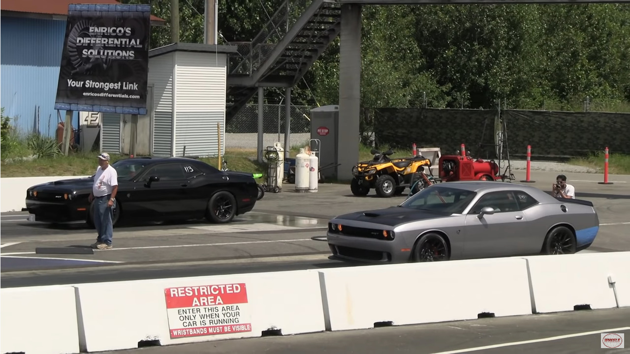 Dodge Challenger SRT Hellcat Wheels drag race