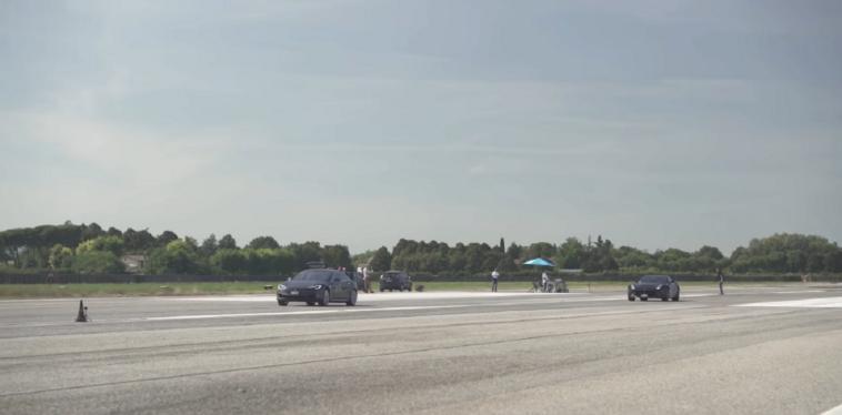 Ferrari F12 vs Tesla Model S drag race