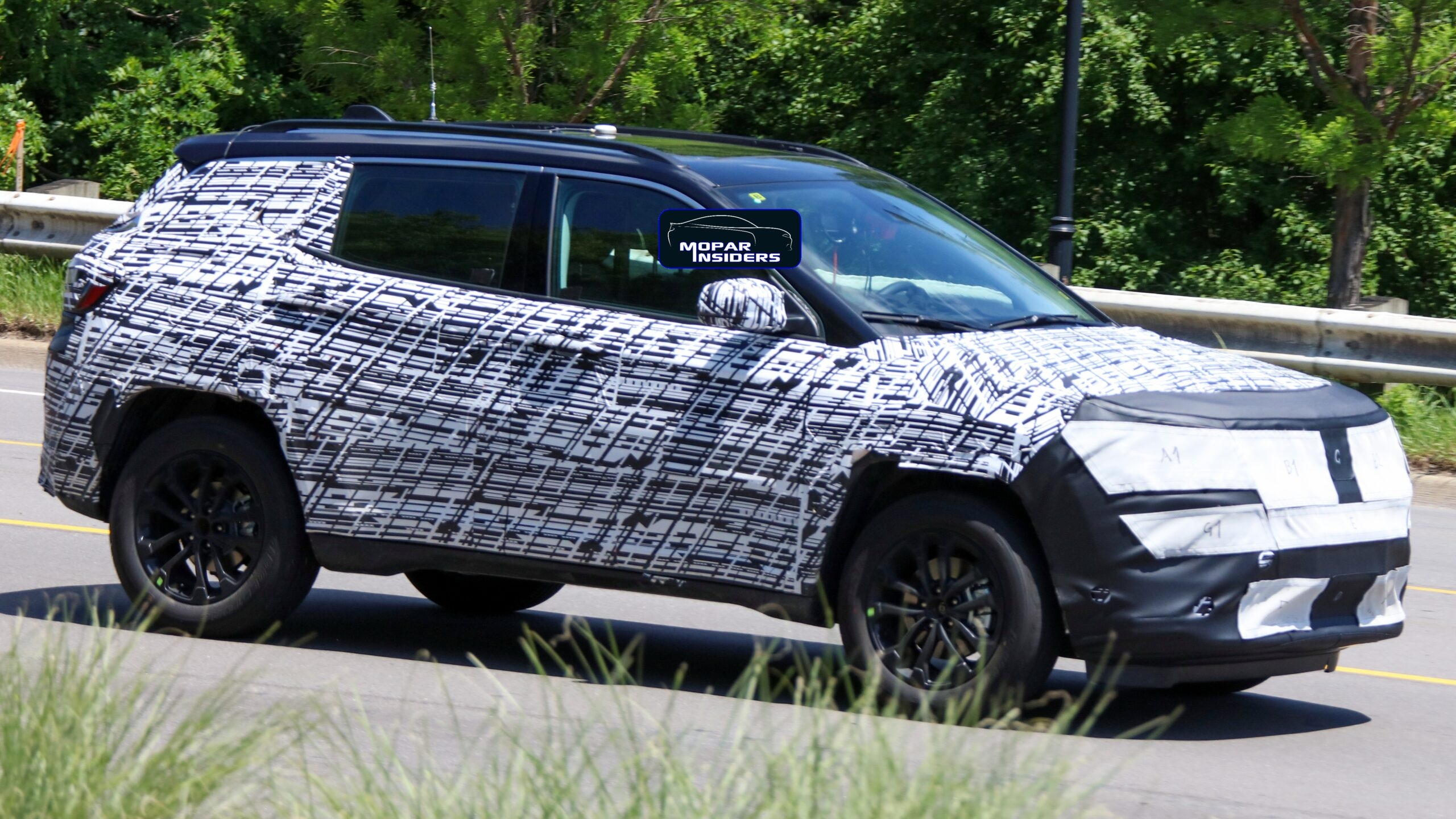 Jeep Compass 2022 prototipo camuffato