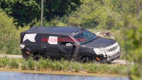 Jeep Wagoneer foto spia
