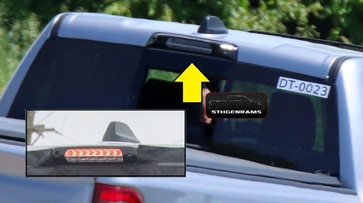 Ram 1500 Laramie Sport Quad Cab 4×4 2021 foto spia