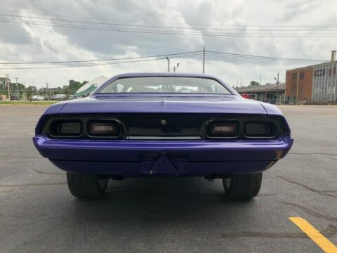 Dodge Challenger 1973 restomod