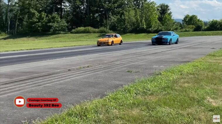 Dodge Challenger SRT Hellcat vs Honda Civic drag race