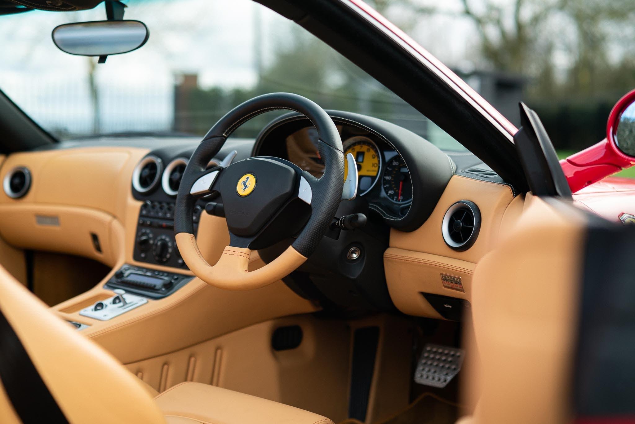 Ferrari 575 Superamerica guida a destra