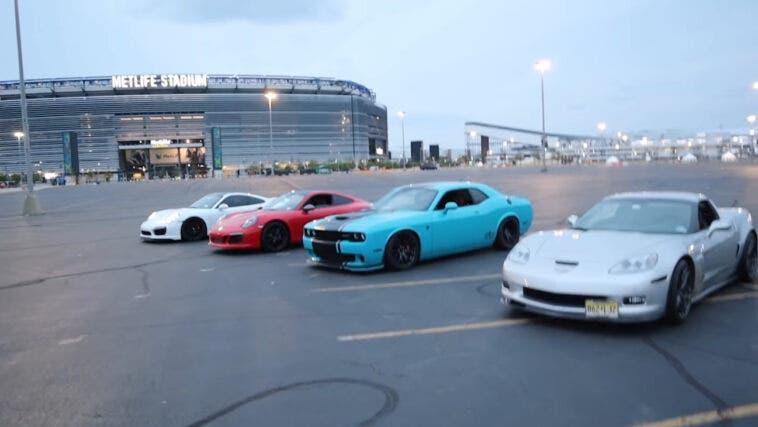 Dodge Challenger SRT Hellcat vs Porsche 911 Turbo