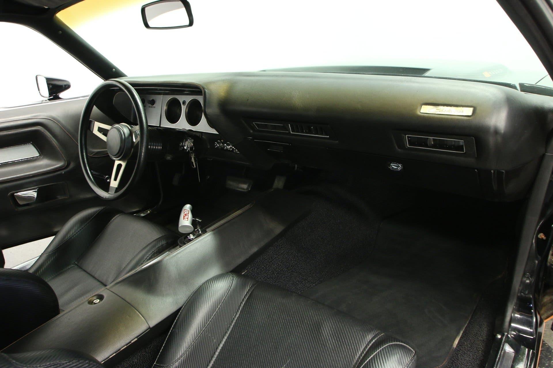Dodge Challenger restomod 1972
