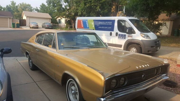 Dodge Charger 1967 oro