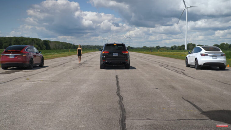 Jeep Grand Cherokee Trackhawk vs Tesla drag race