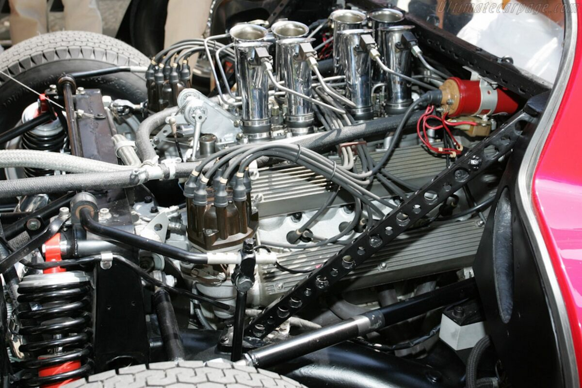 Alfa Romeo 33 Stradale Motore