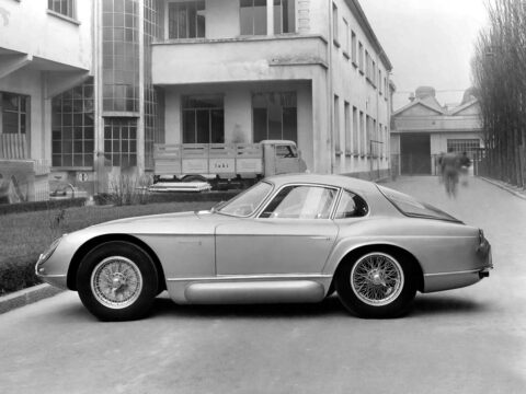 Alfa Romeo 2000 Sportiv2