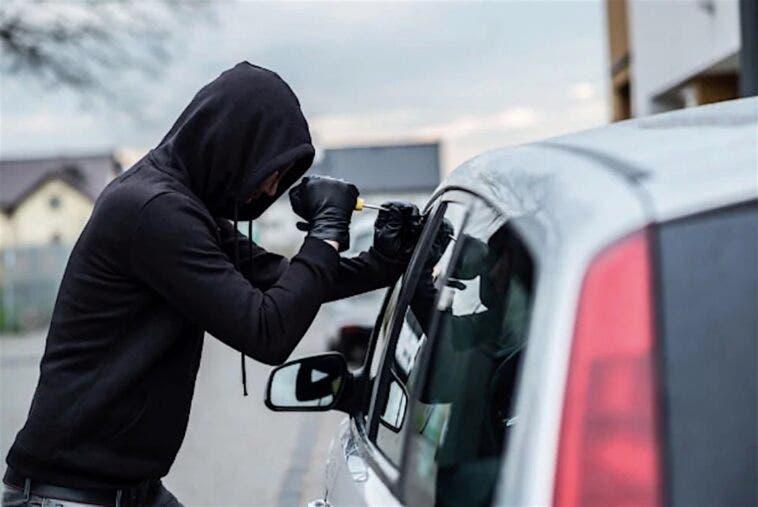 ladro auto noleggio