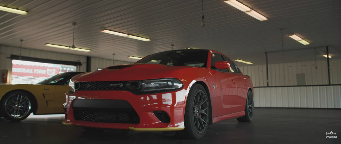 Dodge Charger SRT Hellcat vs Corvette C6 ZR1 drag race