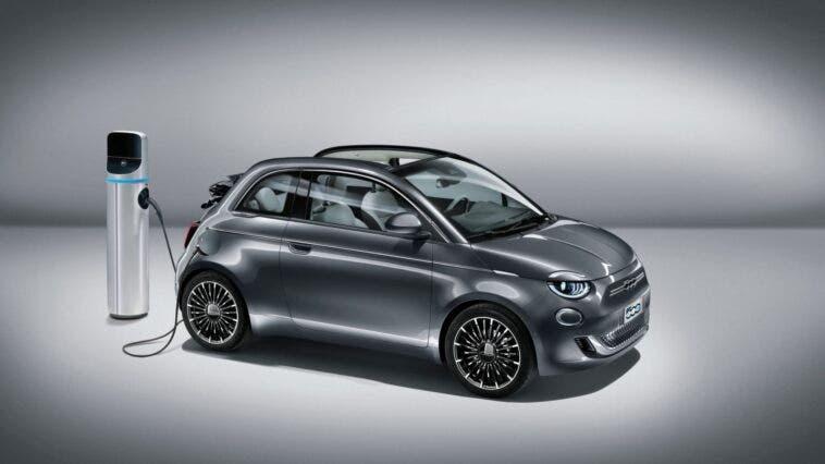 FIAT-500-Elettrica-in-ricarica-scaled-e1592315126576