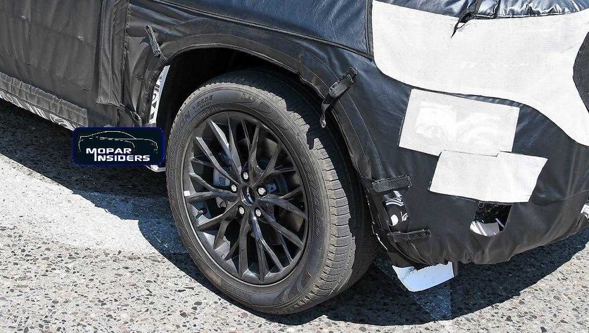 Nuova Jeep Grand Cherokee tre file foto spia