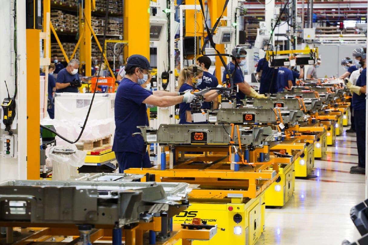 PSA: il Vigo Battery Workshop raggiunge le 300 unità al giorno - ClubAlfa.it