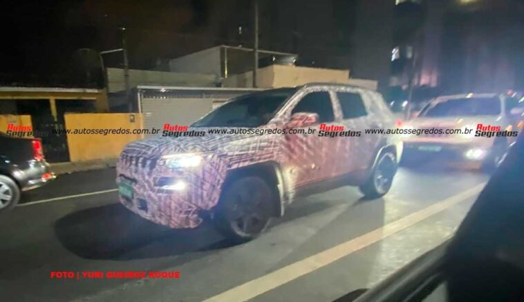 Jeep Compass restyling India foto spia
