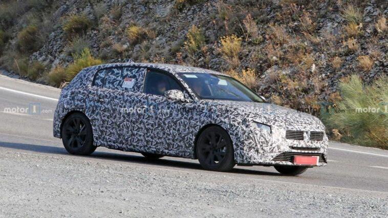 Nuova Peugeot 308 foto spia