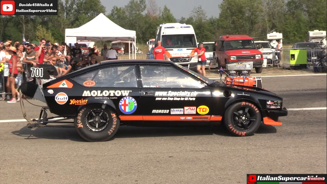 Alfa Romeo GTV Mopar V8 drag race