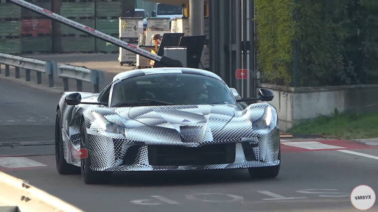 Ferrari ultimo prototipo V12 ibrido foto spia