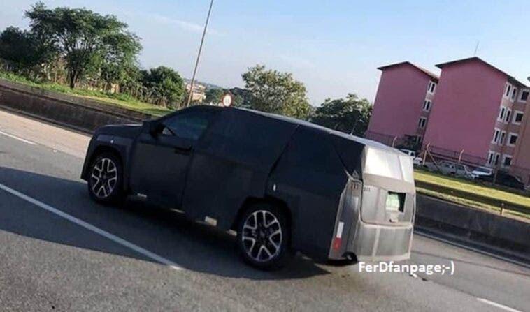 Nuovo SUV Jeep sette posti foto spia