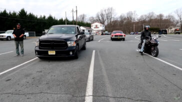 Ram 1500 modificato vs Yamaha R6 drag race