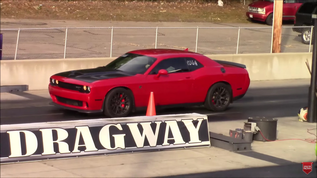 Dodge Challenger SRT Hellcat vs Challenger T/A 392 drag race