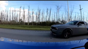 Dodge Challenger SRT Hellcat vs Corvette Z06 drag race