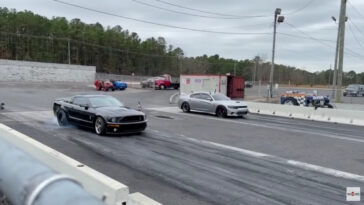 Dodge Charger SRT Hellcat vs Ford Mustang Shelby GT500 S197 drag race