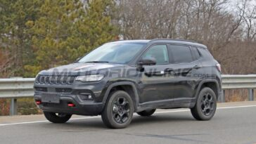 Nuova Jeep Compass Trailhawk foto spia