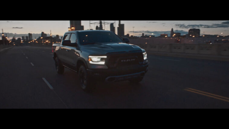 Ram 1500 Rebel video Brasile