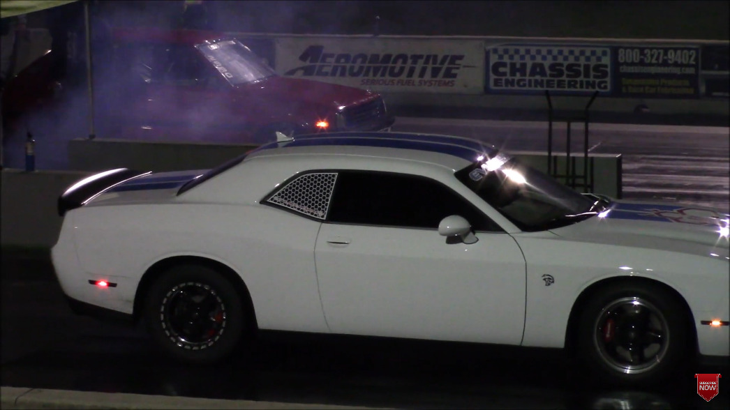 Dodge Challenger SRT Hellcat Redeye quarto di miglio video