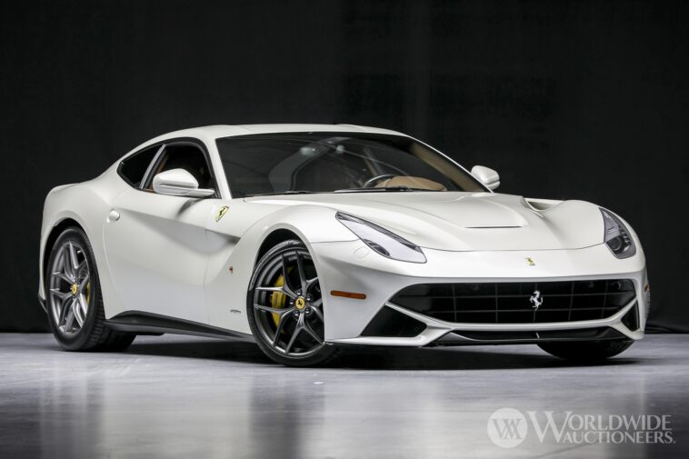 Ferrari F12berlinetta 2014 asta 91.000 dollari optional
