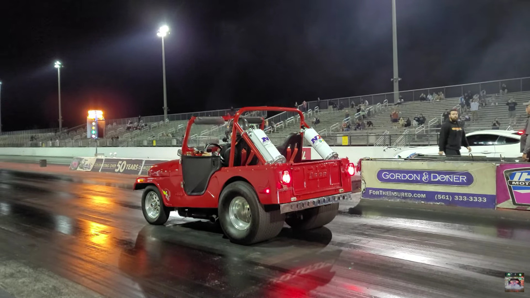 Jeep CJ-5 vs Ford Mustang GT S550 drag race