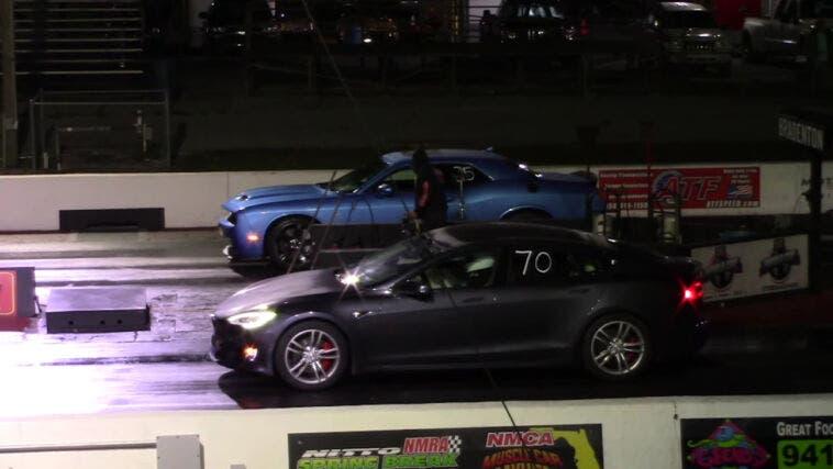 Tesla Model S vs Dodge Challenger SRT Hellcat drag race
