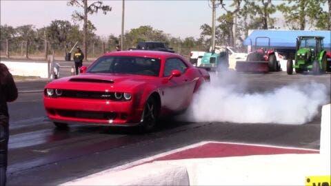 Dodge Challenger SRT Demon drag race