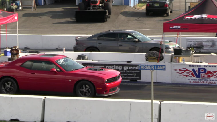 Dodge Challenger Scat Pack vs Charger SRT Hellcat drag race