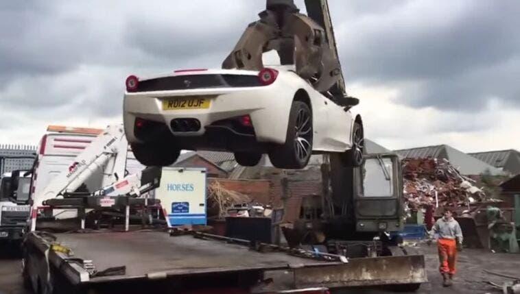 Ferrari 458 Spider demolita