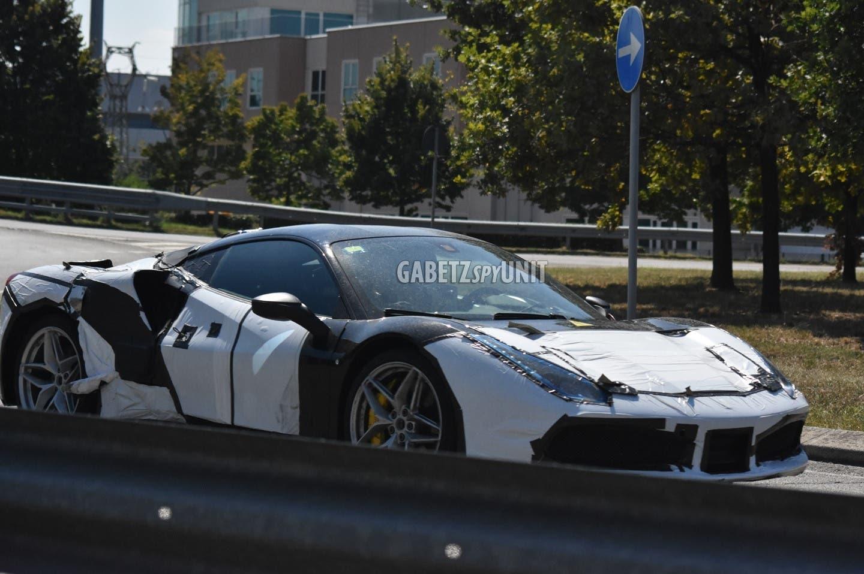 Ferrari supercar V6 ibrida foto spia