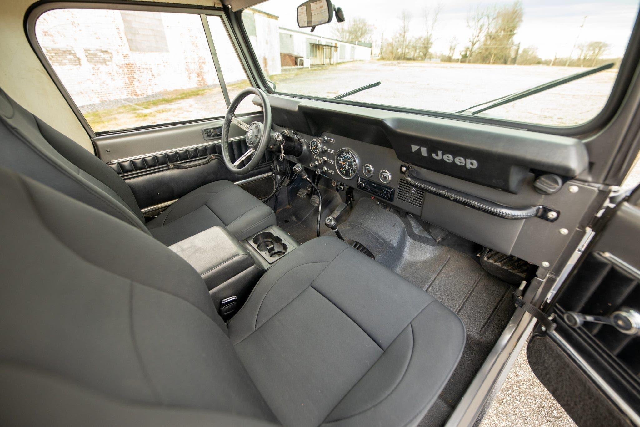 Jeep CJ-8 Scrambler 1982 asta