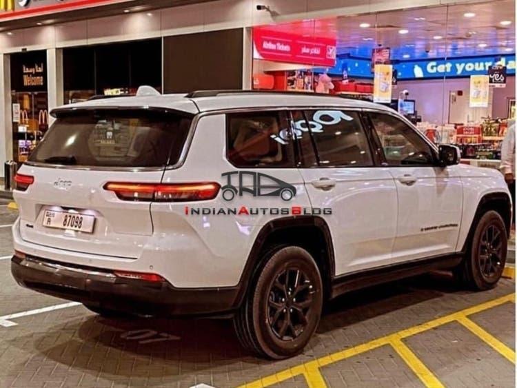 Jeep Grand Cherokee L foto spia Dubai