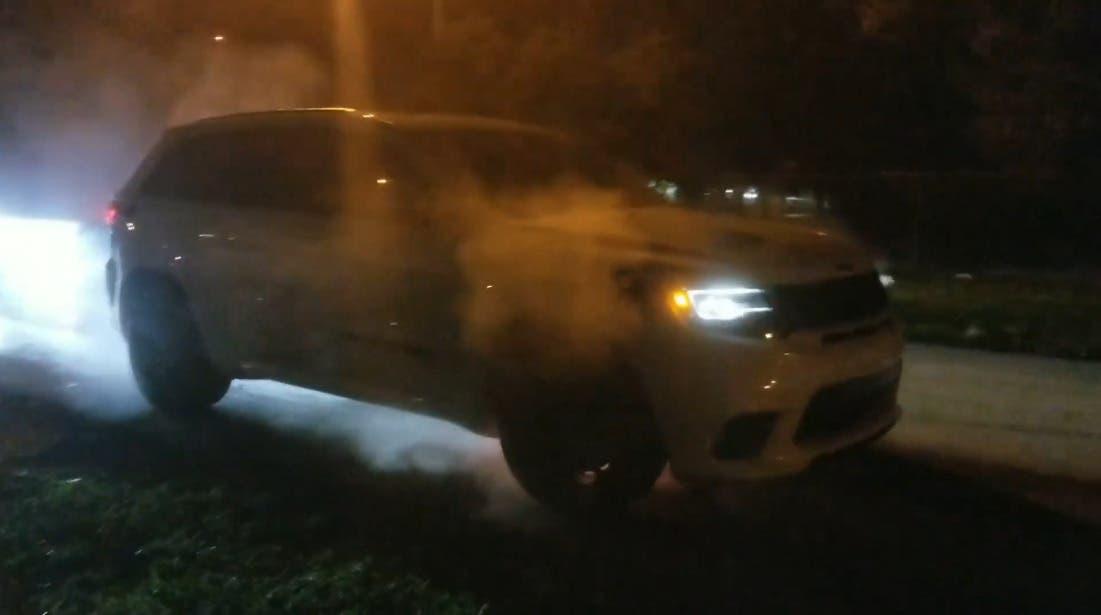 Jeep Grand Cherokee Trackhawk prende fuoco