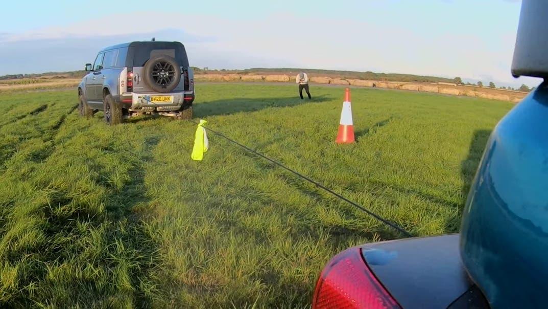 Jeep Wrangler vs Land Rover Defender vs Mercedes G350 tiro alla fune
