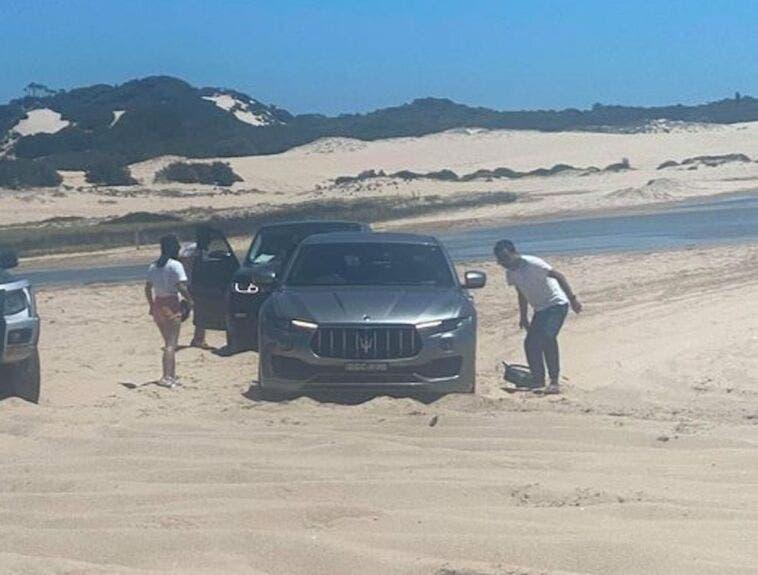 Maserati Levante bloccato sabbia Australia