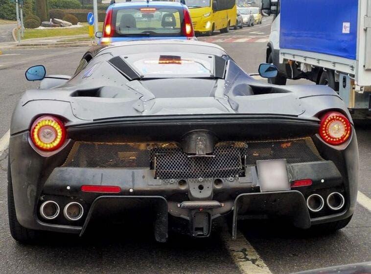 Nuova hypercar Ferrari lato B foto spia