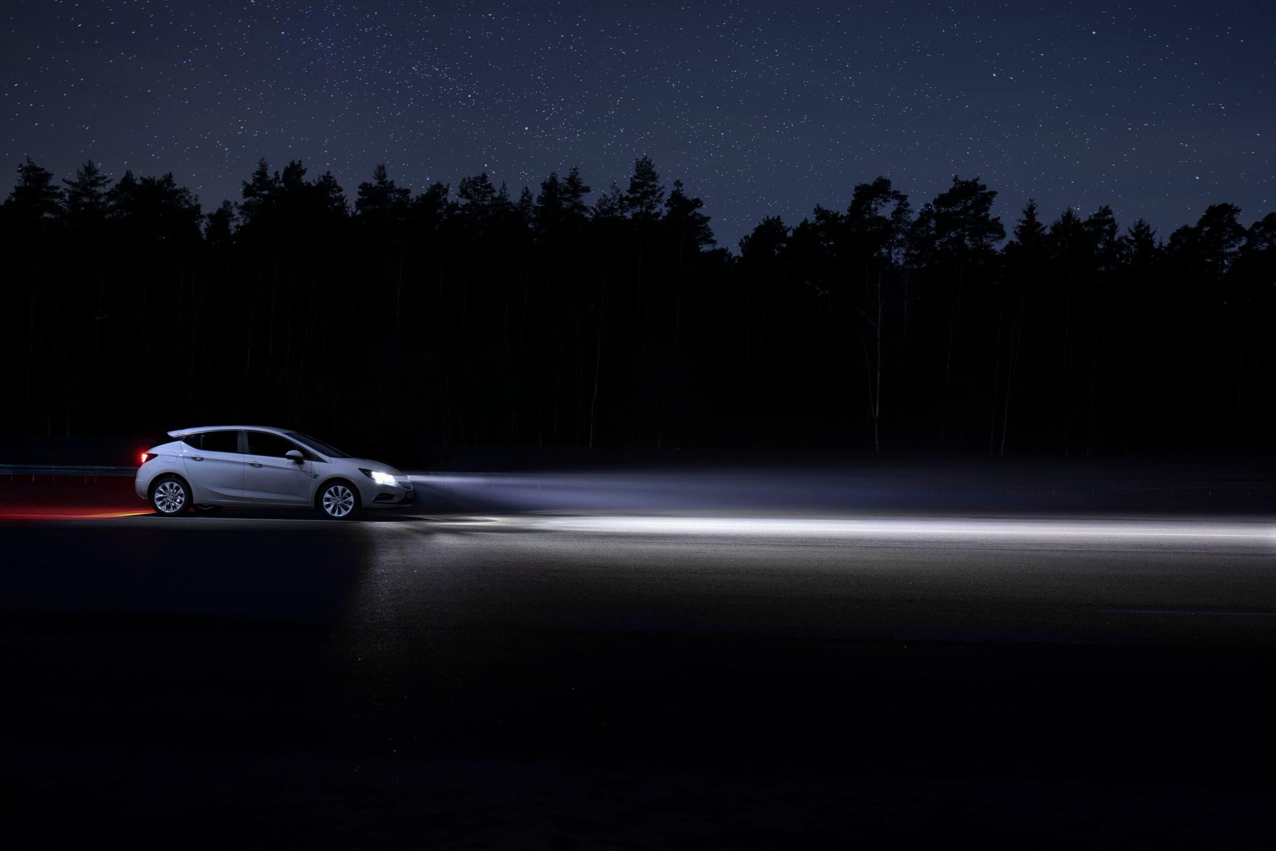 Opel IntelliLux fari
