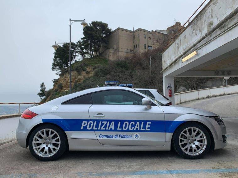 Auto confiscata alla criminalità
