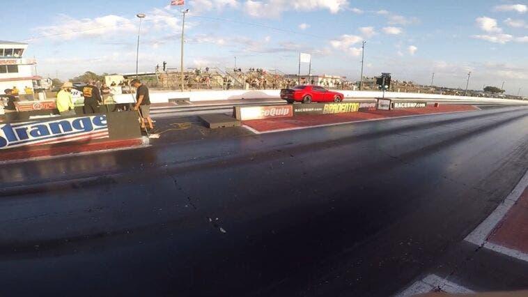 Dodge Challenger SRT Hellcat vs Ford F-150 drag race